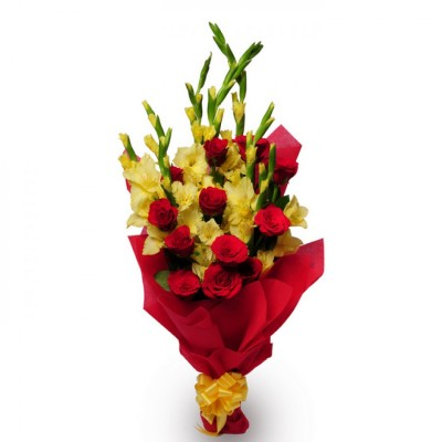 bouquet of red roses and yellow glades