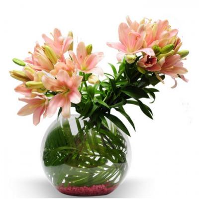 glass vase arrangement